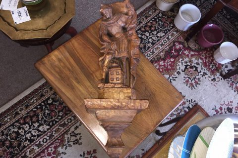 Soška na konzoli – dřevo č. 1203